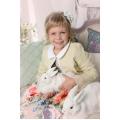 Платье с кружевами и кожаная курточка для девочки